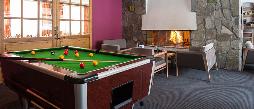france_les-2-alpes_hotel_club_le_panorama_games-room.jpg
